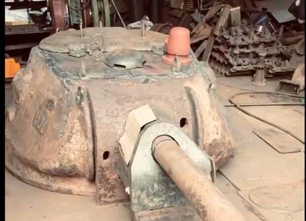 Псковские энтузиасты собирают Т-34 из деталей, найденных в Тверской области