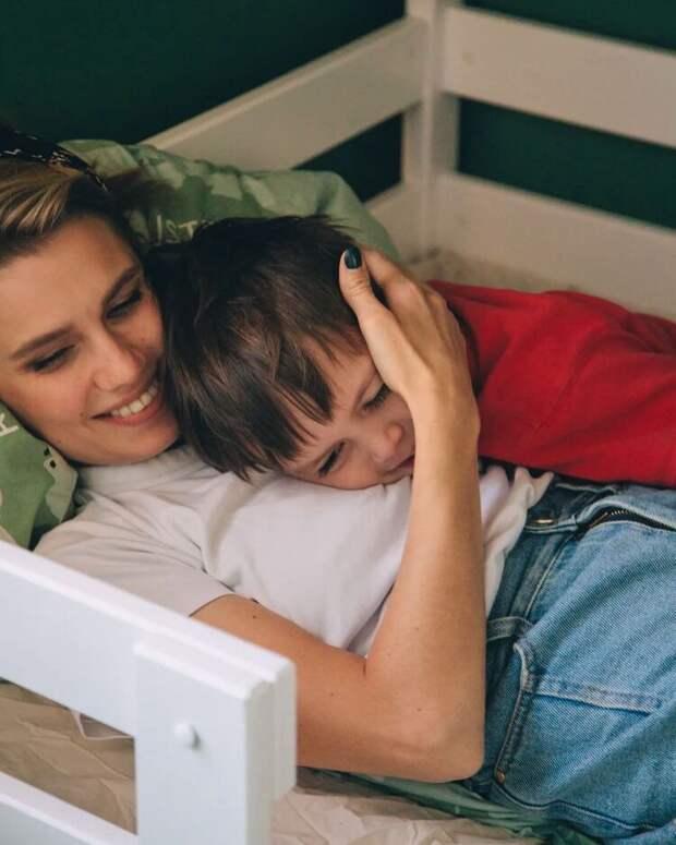«Я испытывала непрекращающийся ужас»: Дарья Мельникова о материнстве