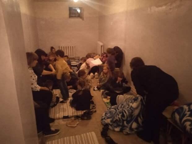 В Донбассе воспитатели и медики спускали детей в подвал под огнём ВСУ