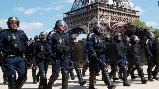 Французские полицейские вслед за военными выступили против Макрона