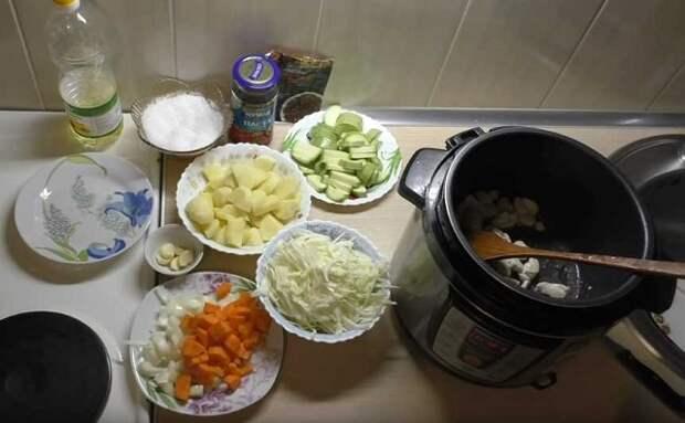 Овощное рагу с мясом, кабачками, капустой и картошкой