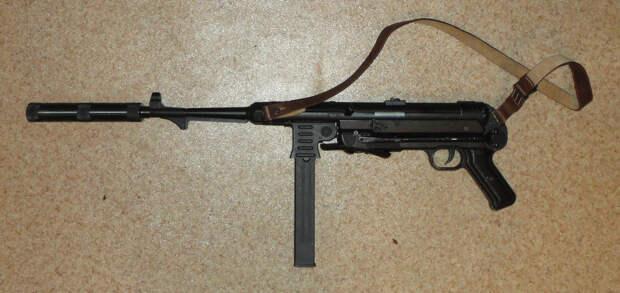 МП-38 и МП-40 – самые известные пистолеты-пулемёты времён фашистской Германии