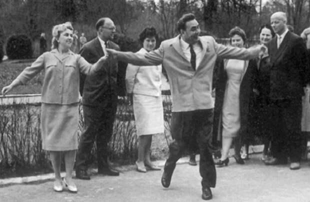 Почему советским людям так нравился Брежневский застой
