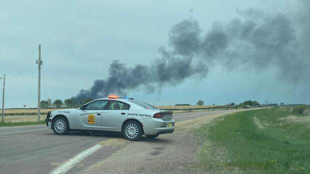 В США товарный поезд потерпел крушение, вагоны загорелись