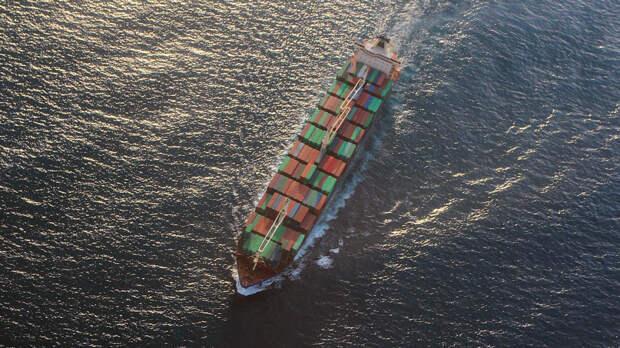 Мощный взрыв повредил израильское грузовое судно в Оманском заливе