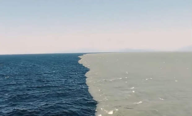 Два океана текут рядом и никогда не смешиваются