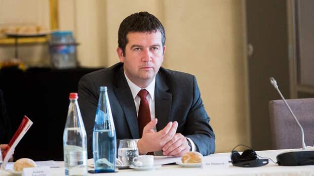 Вице-премьер Чехии расправился с чиновником, раскрывшим его план по «Спутнику V»