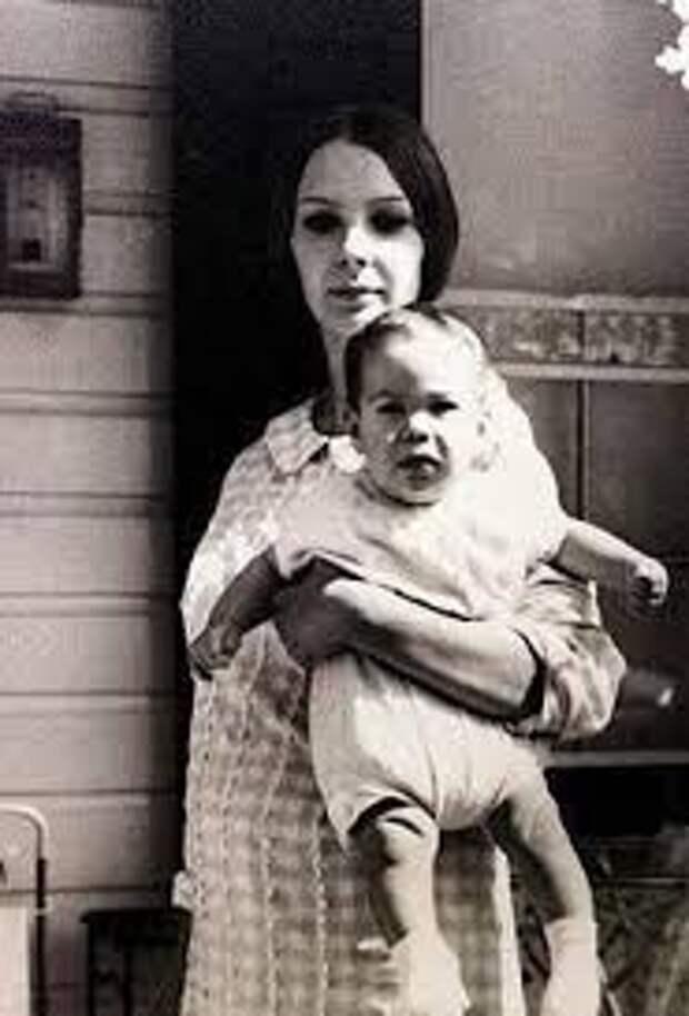 Патрисия Тейлор: какая она, беспокойная, но горячо любимая мама Киану Ривза?