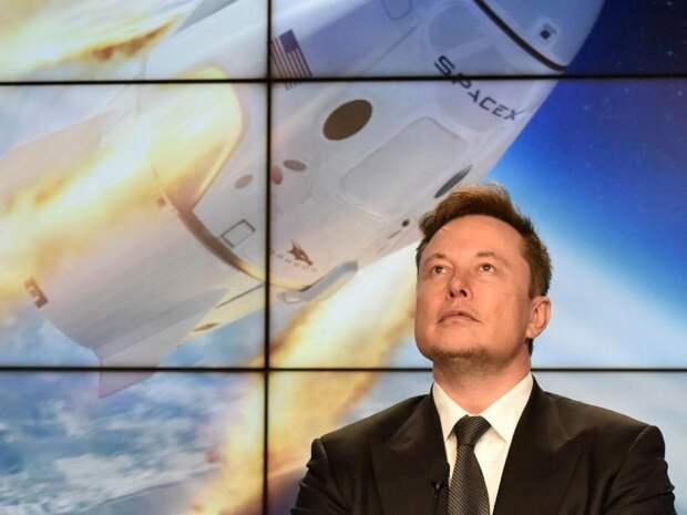 «Роскосмосу» не понравился туалет за ширмой на корабле Илона Маска