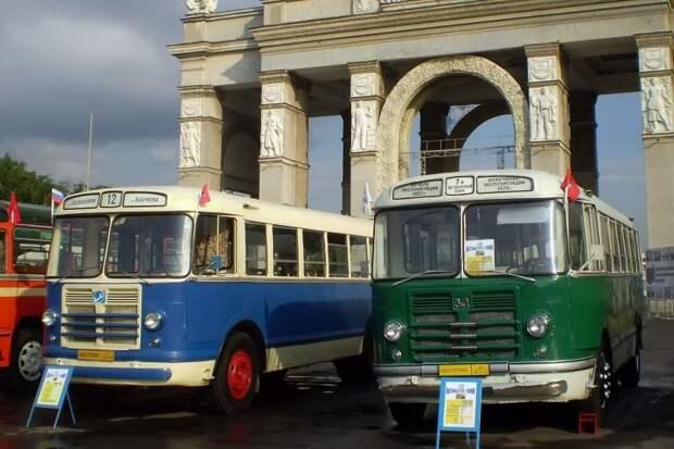 ЗИЛ-158 московского и ликинского производства, принадлежащие музею ''Московский Транспорт'' ГУП ''Мосгортранс''. Прежде оба служили сараями, и восстановлены до ходового состояния из пустых кузовов ЗИЛ-158В, авто, автобус, зил, лиаз, олдтаймер, реставрация, рето автобус