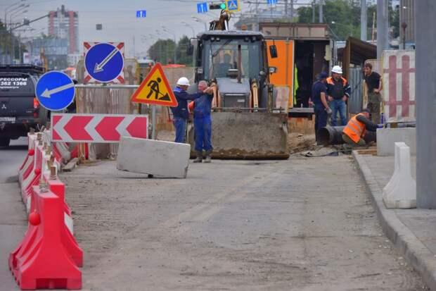 На проезде Серебрякова  ограничено движение из-за дорожных работ