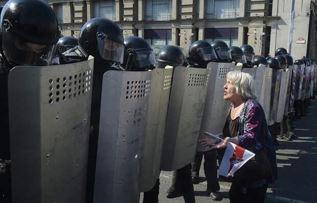 """Песков понадеялся, что РФ избежит """"белорусского сценария"""" в 2024 году"""