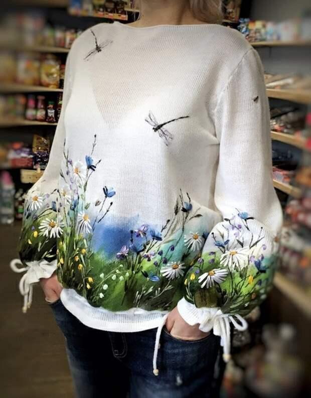 Вышитый шерстью свитер