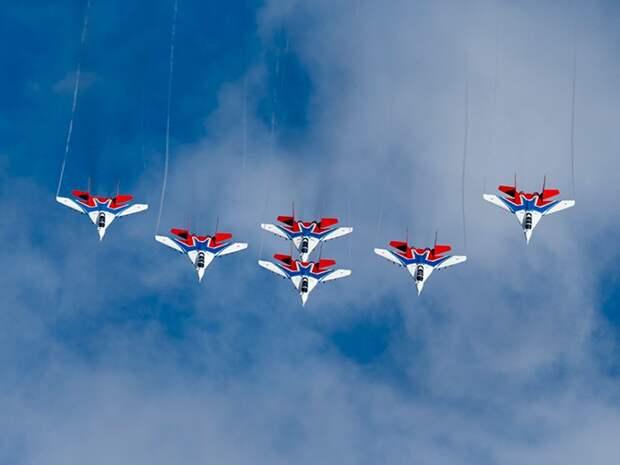 Уникальное авиашоу над Кубинкой: лучшие кадры полетов пилотажных ...