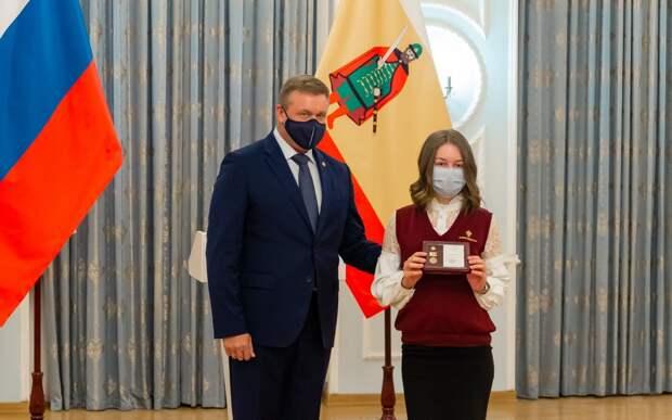 В Рязани 50 отличившимся школьникам вручили губернаторские знаки