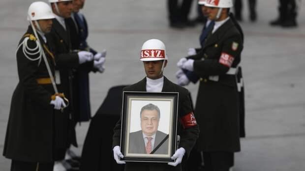 Guardian возмущена американским критиком, назвавшим убийство в Анкаре искусством