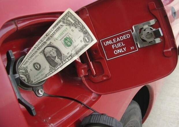 Правительство снова пытается сдержать рост цен на топливо