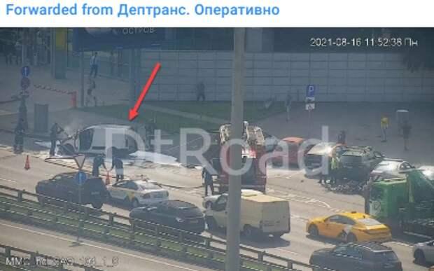 На Ленинградке загорелась машина