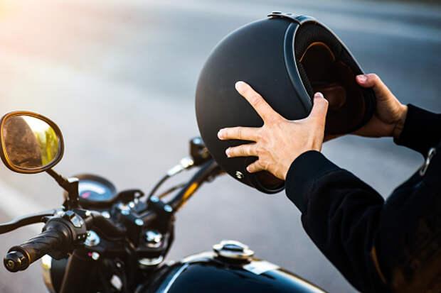 На Ботанический мотоциклист столкнулся с автомобилем