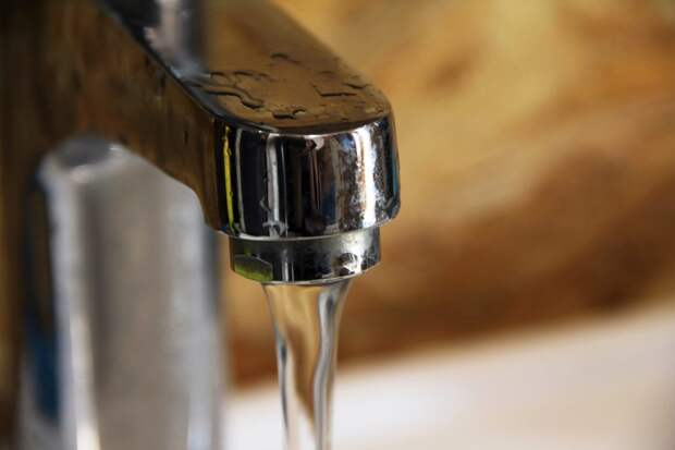 Холодную воду отключат на двух улицах Братска 28 сентября