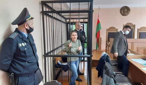 Троих белорусов посадили на три и 3,5 года за повешенных кукол с лицами чиновников