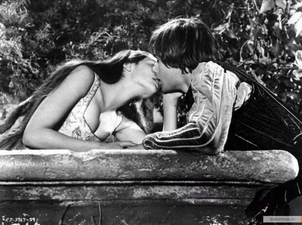 """Оливия Хасси и Леонард Уайтинг в фильме Франко Дзеффирелли """"Ромео и Джульетта"""", 1968 год."""