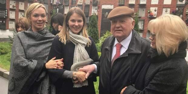Всему семейству Горбачёвых гораздо лучше живётся за бугром. Наверное благодарны Михал Сергеевичу за предоставленную им такую возможность.