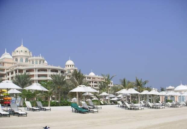 Фото пляжа на острове, точнее полуострове, Пальм Джумейра.