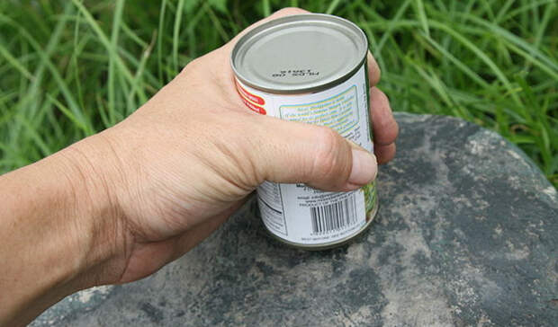 Как легко и просто открыть консервы без ножа