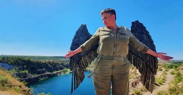 Надежду Савченко высмеяли за фото с крыльями