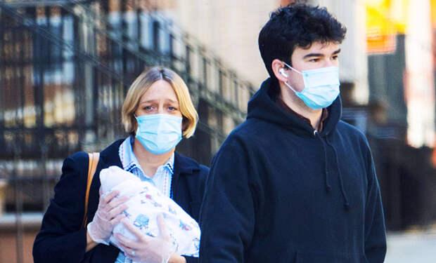 Первая прогулка: Хлоя Севиньи с сыном Ваней и бойфрендом Синишей в Нью-Йорке