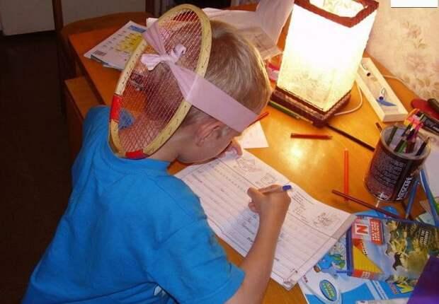 3. Приучать к правильной осанке тоже нужно уметь дети, крутые родители, фото, юмор
