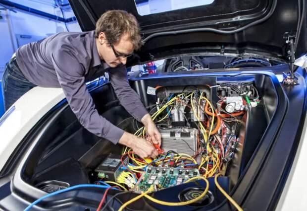 Переход автопроизводителей на российскую электронику поможет импортозамещению - эксперт