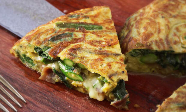 Итальянский омлет-пирог: завтрака хватает на весь день