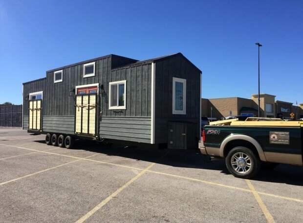 Пара потратила 93000 долларов на строительство дома на колесах