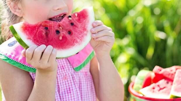 Долой колу и чипсы: как научить ребёнка правильно питаться