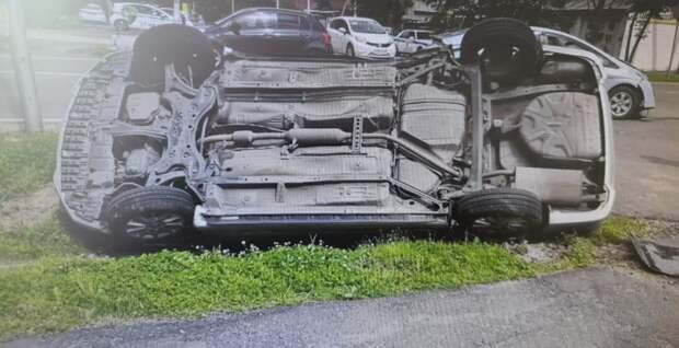 Автомобиль с маленьким ребенком перевернулся на дороге в Уссурийске