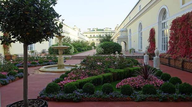 Висячий сад Малого Эрмитажа в Санкт-Петербурге