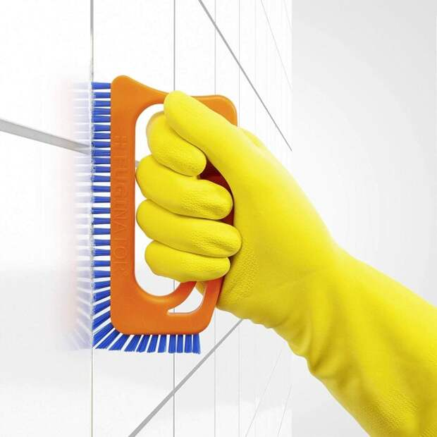 Узкая щетка отлично зачистит плиточные швы. /Фото: images-na.ssl-images-amazon.com