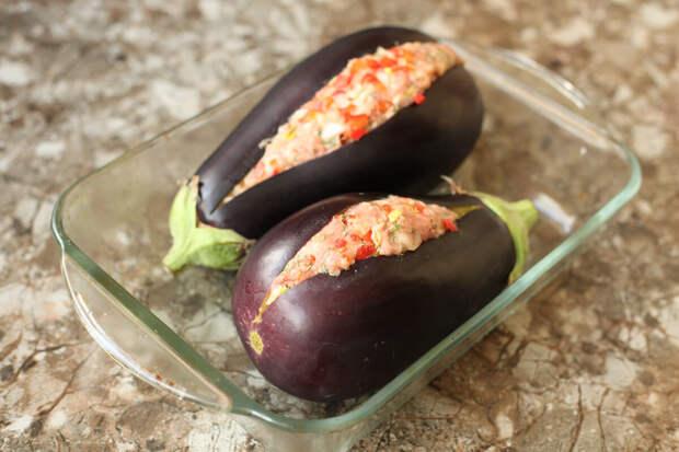 Баклажаны раскатываю скалкой, добавляю фарш и в духовку: такое блюдо готовлю всё лето пока есть баклажаны на грядке