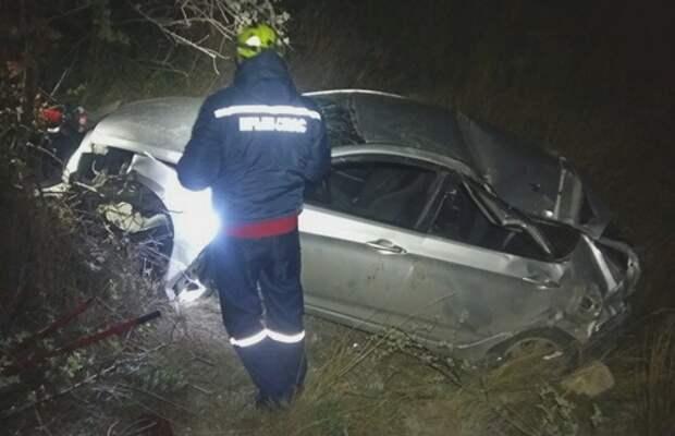 В Орджоникидзе пострадал водитель слетевшей с обрыва машины