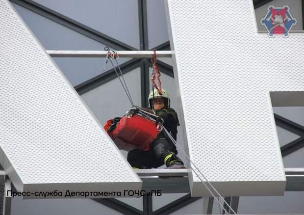 На территории спортивного комплекса «ВТБ Арена» прошло показательное пожарно-тактическое учение