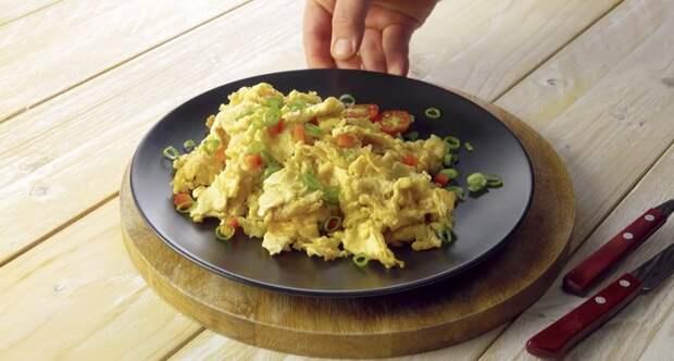 Устали от обычного омлета? Вот 3 шикарных рецепта из яиц!