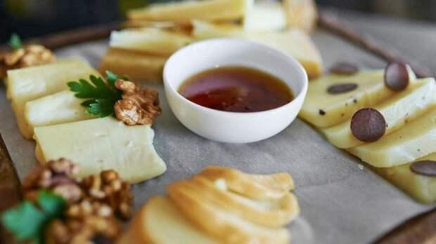 Жители западных стран обожают сыр, но многим китайцам его вкус кажется противным