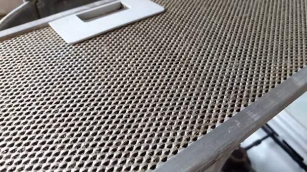 Элементарный способ почистить сетку вытяжки от жира