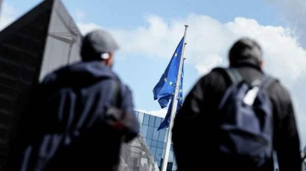 Европу скоро разорвёт изнутри, а она думает, как навредить России