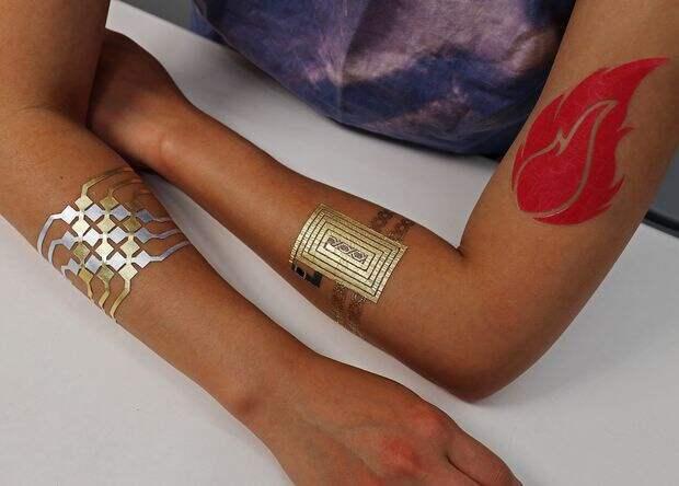 Сусальное золото превратили в татуировку-интерфейс