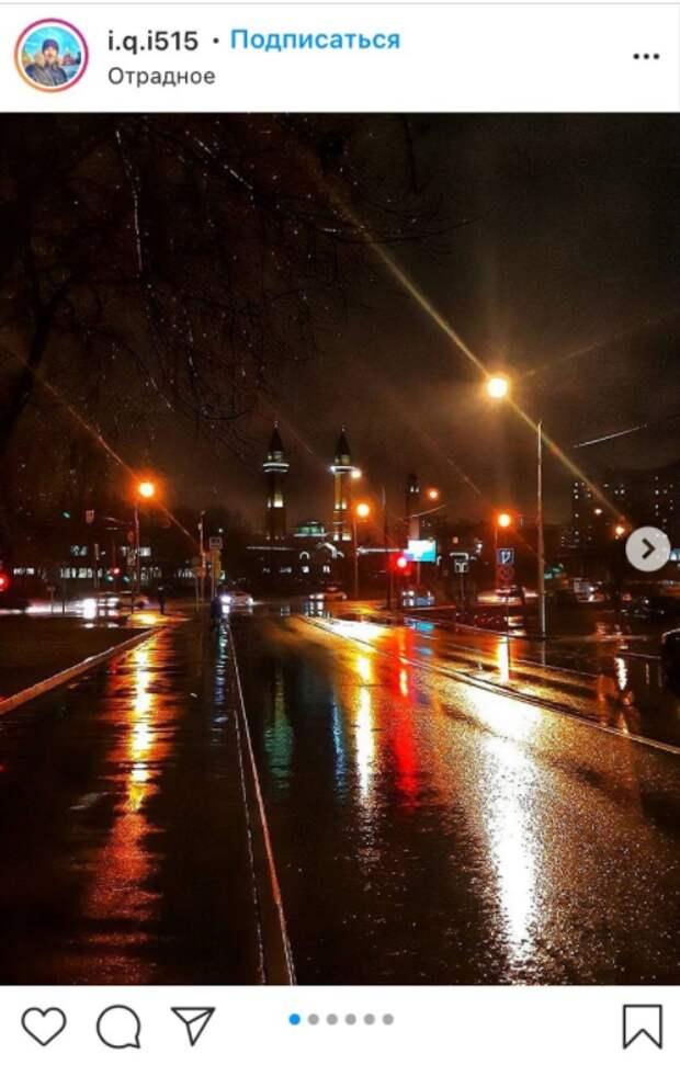 Фото дня: в Отрадном светилась дорога