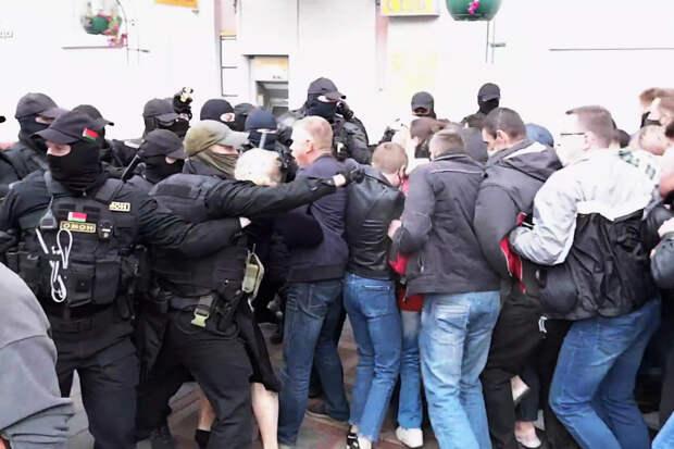 В Могилеве силовики применили спецсредства для разгона протестующих
