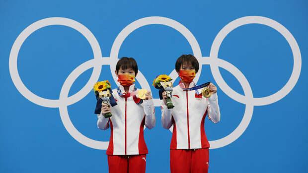 Китаянки выиграли золото всинхронных прыжках вводу свышки наОлимпиаде вТокио
